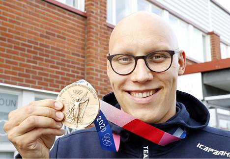 Matti Mattsson only realized the greatness of his achievement on the way home.  The Olympic bronze medal is surprisingly large, thick and heavy.