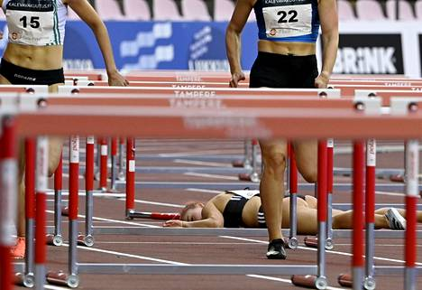 Anni Siirtola was left lying on the surface of Ratina's track.