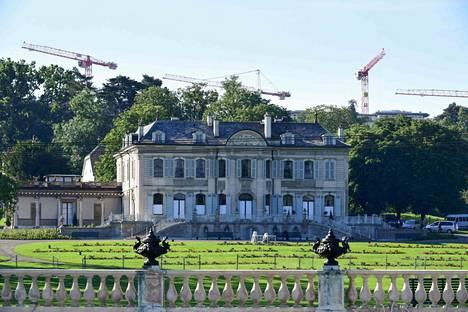 The meeting place was Villa La Grange in Geneva.