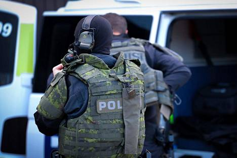 On Monday, June 7, police had several operations in the area of various police departments related to an international joint operation.  The picture was taken just before the start of the operation.