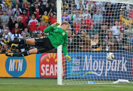 Frank Lampardin's shot went wide, but German goalkeeper Manuel Neuer saved a setback.