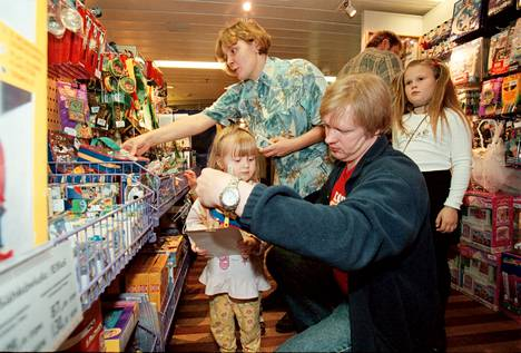 Reflection on tax-free purchases on a Swedish ship in 1999.