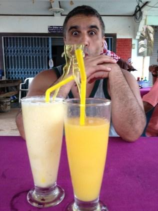 Shake mixe banana pineapple