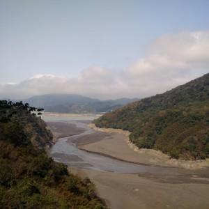 北部區域的朋友要注意用水了,水資源感覺已經少很多了,河川都見底了。