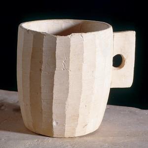 """石灰杯,作者沒有說明是否在疑似耶穌的家中發現的,現存於耶路撒冷以色列博物館。 看起來有點無印良品風,果然有""""潔淨""""的感覺。"""