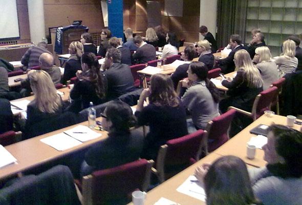 HSMAI-medlemmer fra alle deler av bransjen lyttet interessert til Marion Hughes og Bob Gilberts erfaringer med Revenue management i Oslo onsdag 18. november. Mobilfoto: Jarle Petterson
