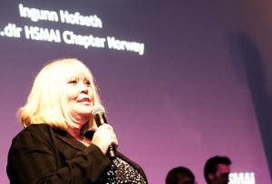 Ingunn Hofseth, HSMAI Chapter Norways administrerende direktør, er glad for at Hurtigruten stakk av med den gjeveste prisen på HSMAI-prisfesten. Fotograf: Catharina Wandrup/Knut Joner