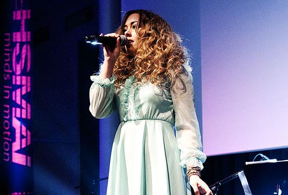 X-Factor-finalist Rikke Lie på HSMAI-prisfesten. Fotograf: Catharina Wandrup/Knut Joner