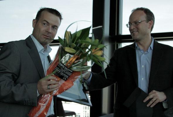 d2o mottar sitt diplom i Oslo torsdag 24. mai 2012. Fotograf: Catharina Wandrup