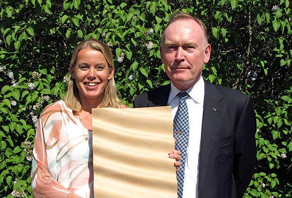 Miljø- og sikkerhetssjef Lise Sunsby og kommersiell direktør Pål Semb-Johansson kan stolt konstatere at Rica Hotels' miljøarbeid gir frukter – både i form av miljøgevinst, nye avtaler og nå sist, Svaneprisen 2012. (foto fra Rica Hotels)