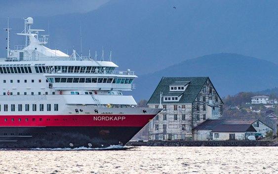 """Hurtigrutens MS """"Nordkapp"""". Fotograf: Ørjan Bertelsen"""