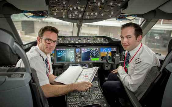 To av Norwegians Dreamliner-piloter. Fotograf: Bo Mathiesen.
