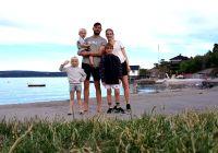 Sprudlende barnefamilie vinner hotellopphold til bilferien