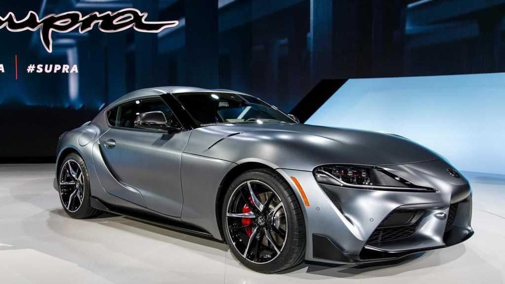 Toyota Supra 2020 plateado