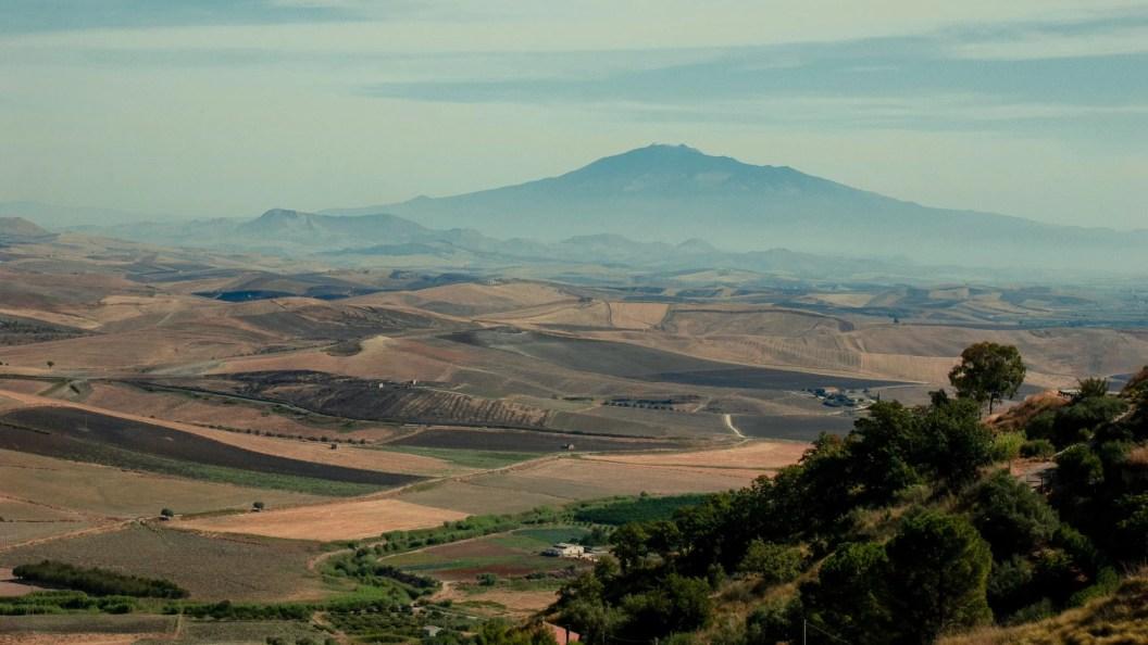 Visitare l'Etna : guida ed escursioni mirate