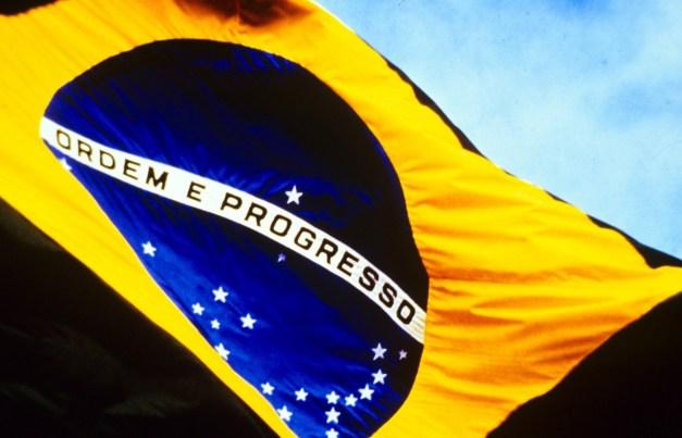 Resultado de imagem para bandeira do brasil gigante