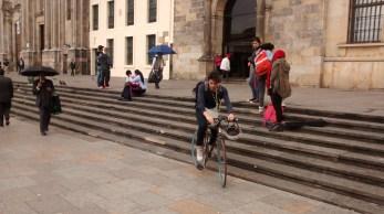 Bici II delante de la Capilla del Sagrario