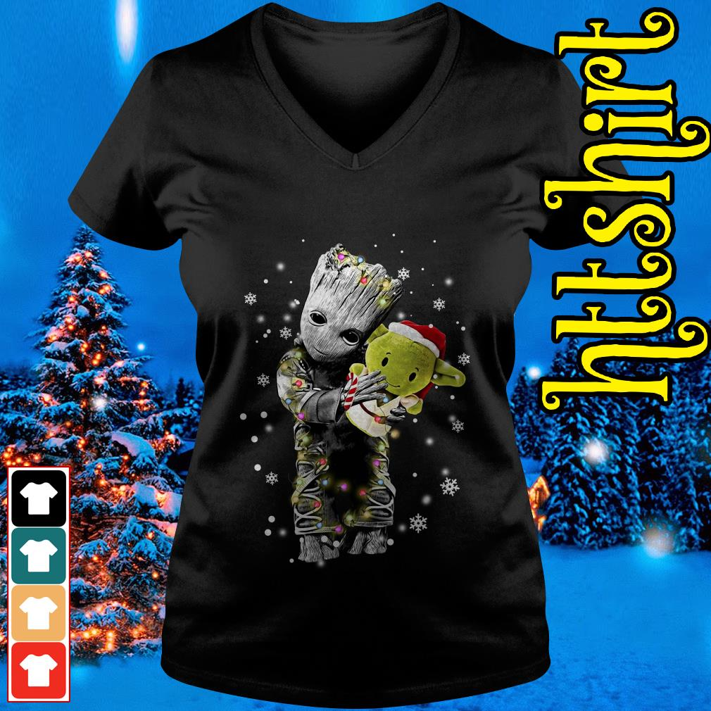 Baby Groot hugging baby Yoda Christmas V-neck t-shirt