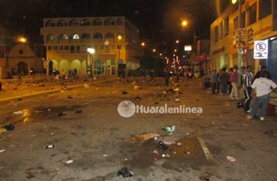 desmanes en Plaza de Armas de Huaral 2