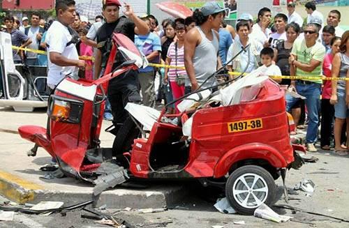 mototaxi destrozada