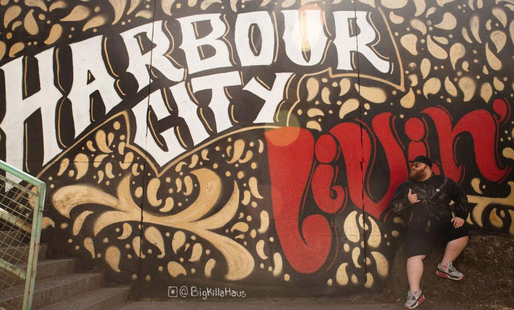 Mural with the words Harbour City Livin', created by Austin Weflen