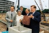 1998: bei der Grundsteinlegung des Offenburger Medienparks mit dem baden-württembergischen Ministerpräsidenten Erwin Teufel