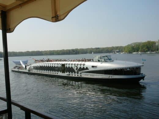 Ein anderes Ausflugsboot auf dem Tegeler See