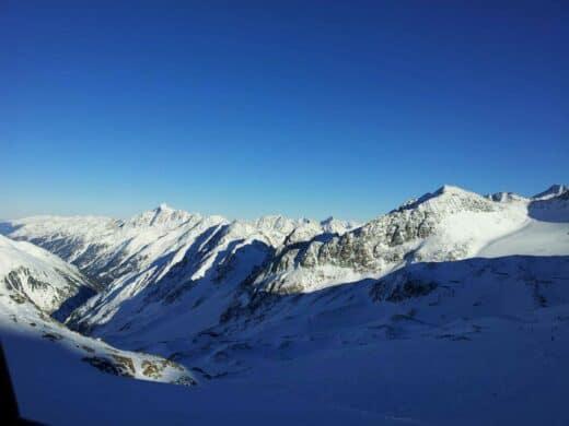 Ausblick bei der Gondelfahrt auf dem Stubaier Gletscher