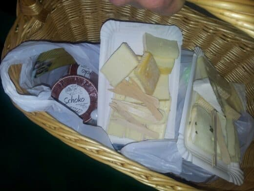 Bild von Käse und Jogut von der Käserei Zurwies
