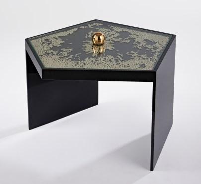table-mini-frissons-laque-noire-01