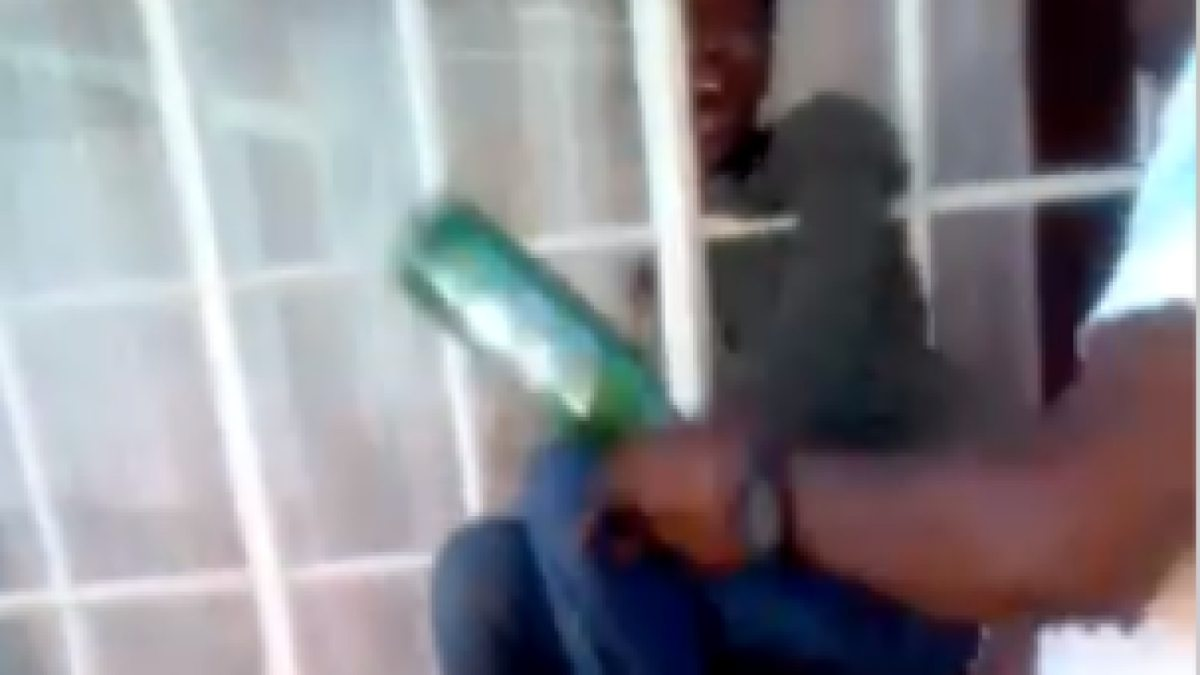 Man deals with burglar who tried to enter his house (Video)