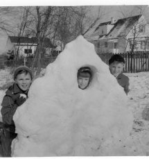 snow fort, NJ, 1957, Ap?053