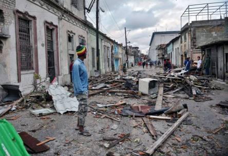 -_cuba-weather-tornado-aftermath_28786272