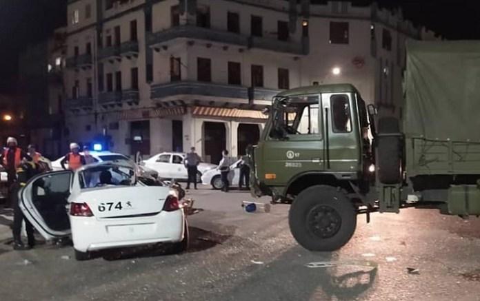 Accidente de tránsito en La Habana: Choca un camión militar con un auto patrulla