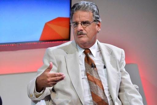 El doctor José Rubiera deja la sala de cuidados intensivos tras su infarto