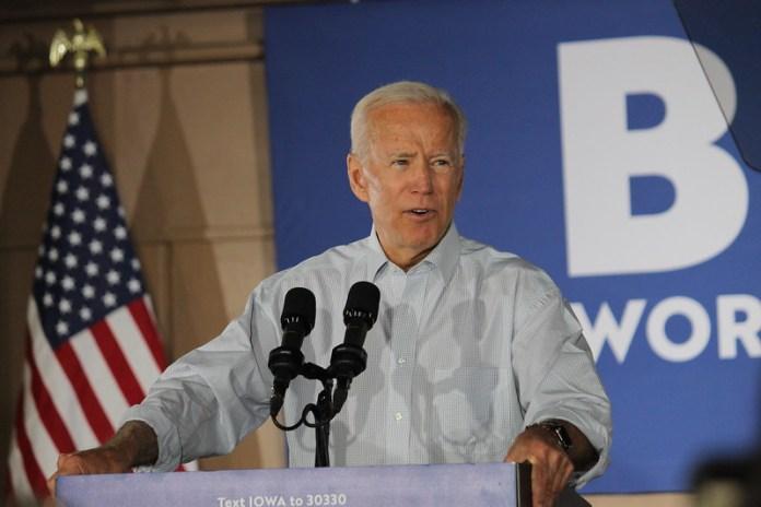 Biden promete asilo político y flexibilización en las remesas a Cuba durante acto de campaña en Miami