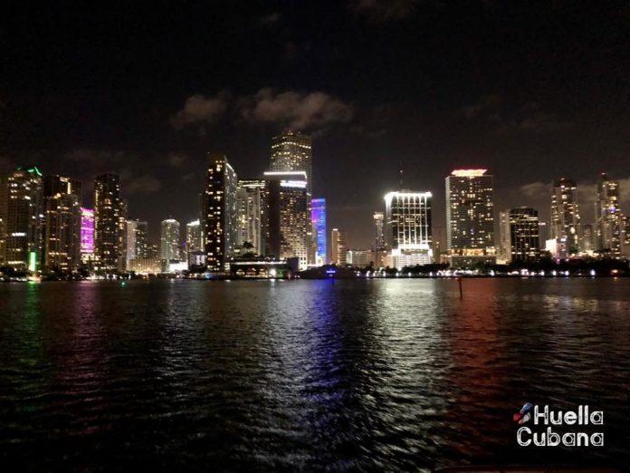 Miami-Dade aplaza el toque de queda hasta la medianoche