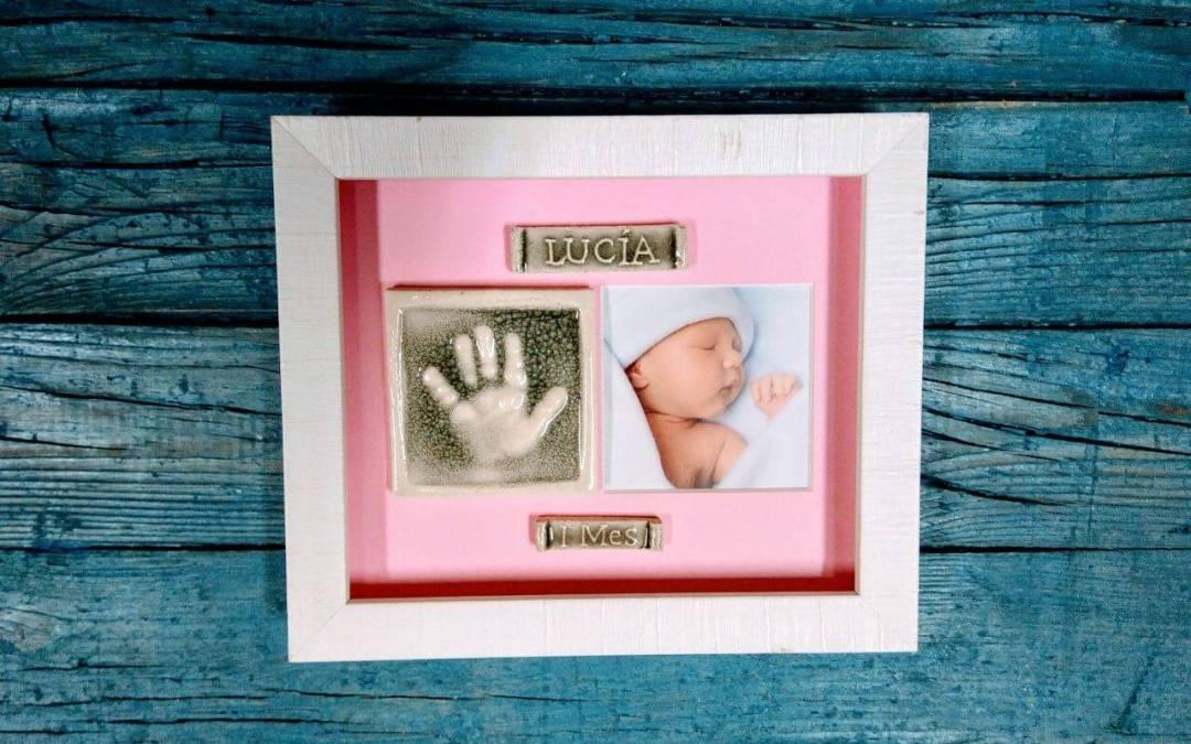 Regalos originales para recién nacidos, su huella enmarcada con foto