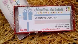 cheque regalo huellas bebe ceramica
