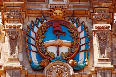Escudo Nacional ubicado en la fachada del Edificio