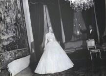 Evita posando para la Revista Life en el Gran Salón de la casa