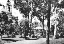 Plaza Pueyrredón e Iglesia de Flores