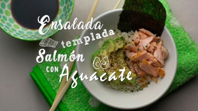 ensalada templada de salmón y aguacate con alga nori