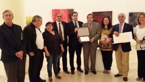 Entrega de placa conmemorativa por parte del Ayuntamiento de Huete a la AEPE