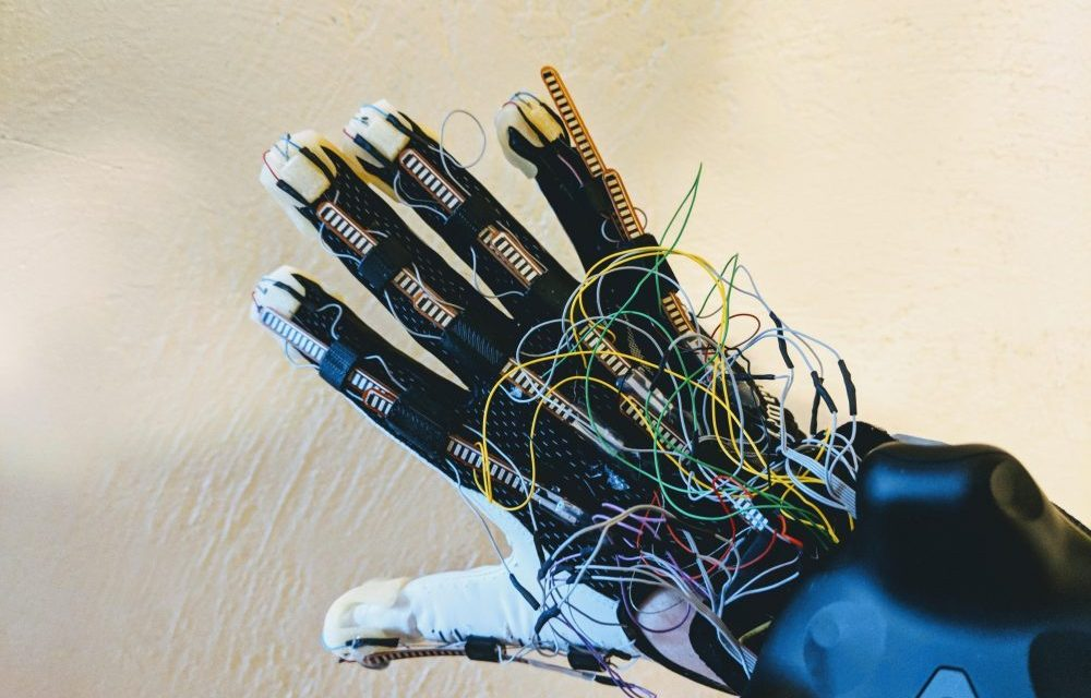 CES 2018: Contact CI's Maestro VR Haptic Glove Let Me Actually Feel Virtual Objects