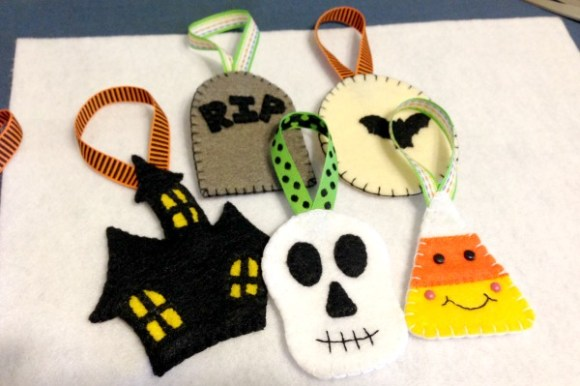 Felt-Halloween-Ornaments-Tutorial-and-Free-Pattern-All-Felt-With-Love-Designs