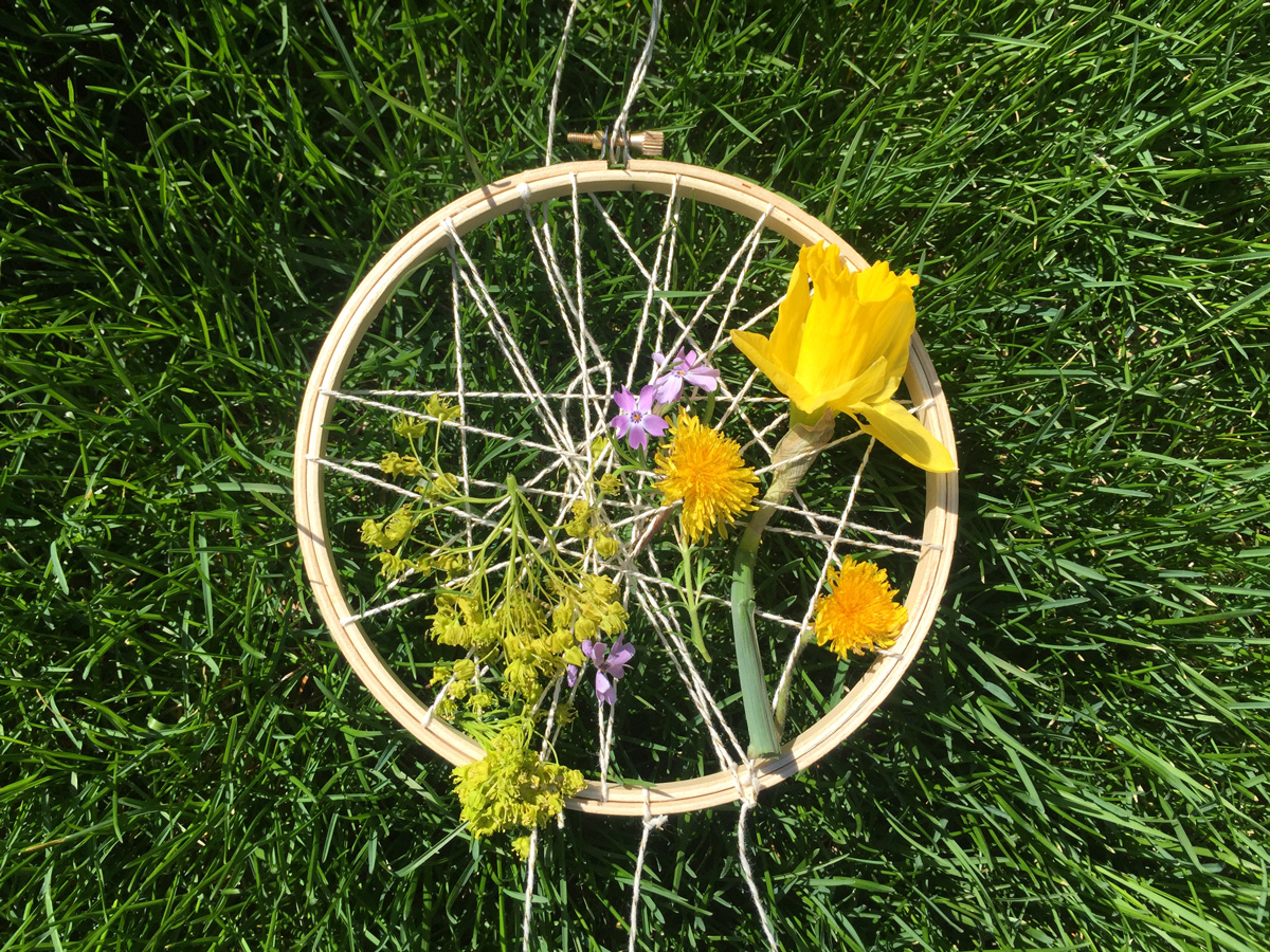 Guest Post - Spring Dreamcatcher from Hugs are Fun
