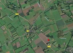 De Steilrand ligt op de zuides van Donderen (rode stip), in de bocht van de Oosterwaterweg.