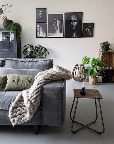 woonkamer met posterwand