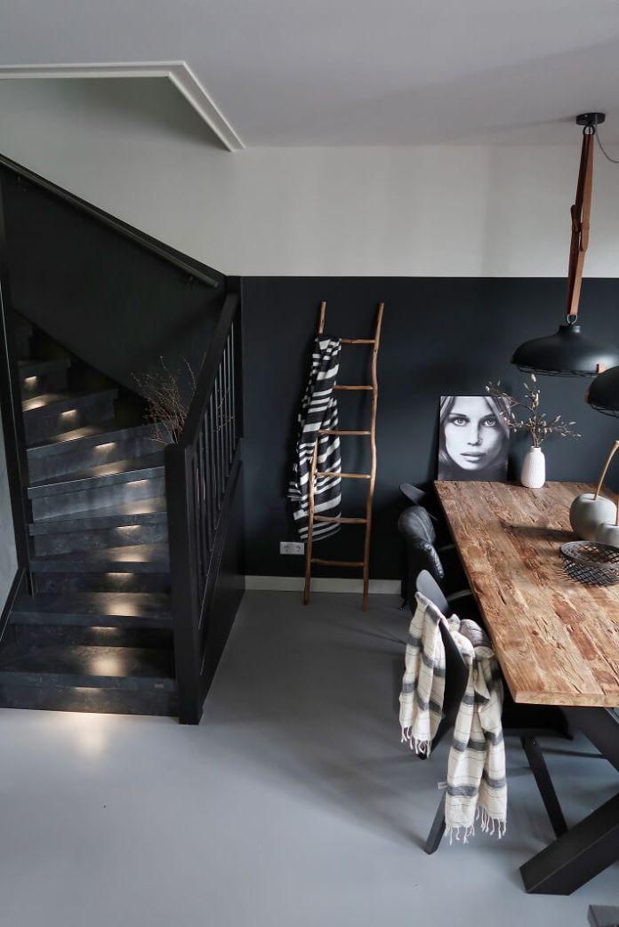 Trap in woonkamer huizedop
